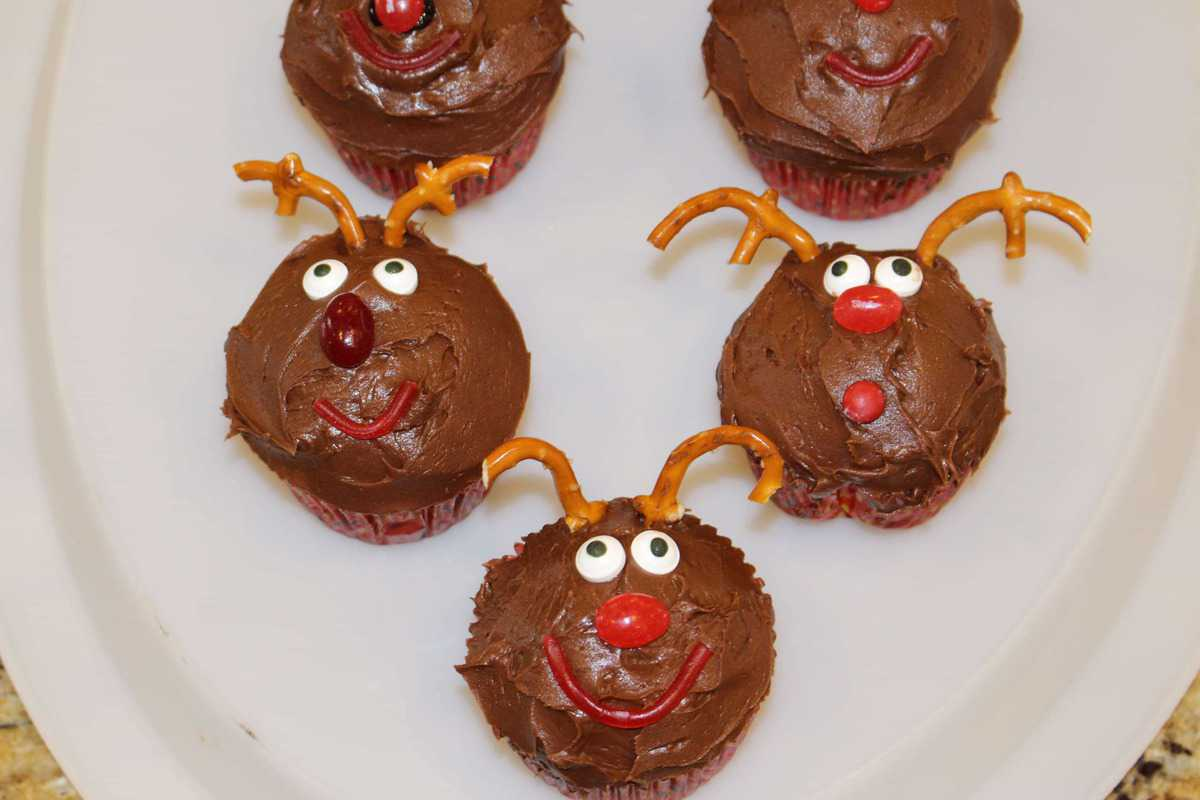 Rudolph the Red Nosed Reindeer Cupcakes - Princess Pinky Girl