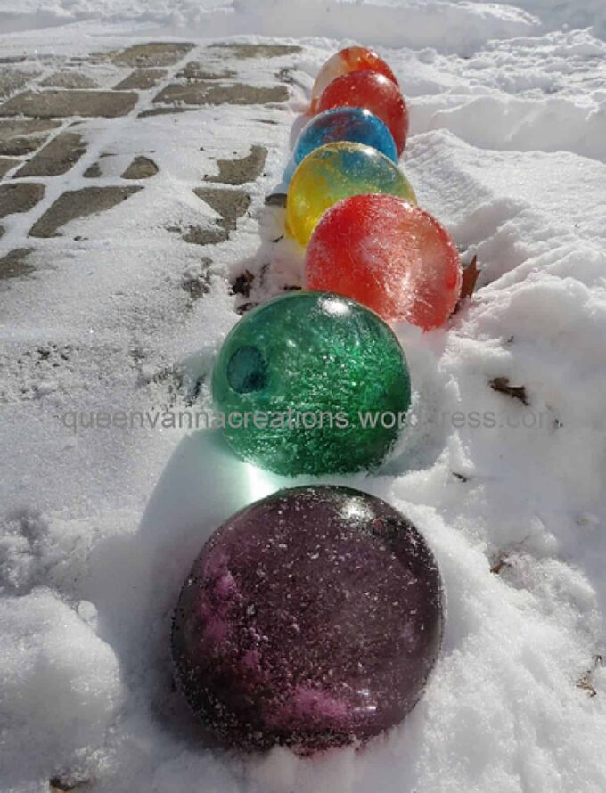 How to make colored ice balls and other great activities for the snow