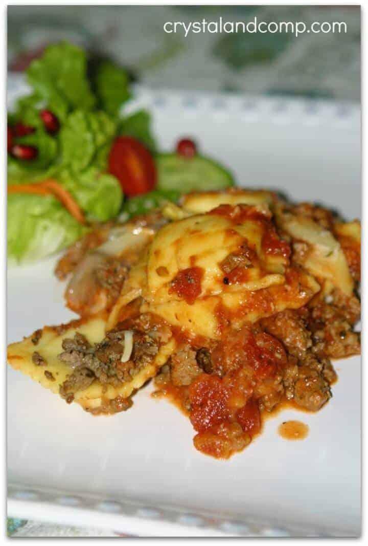 Easy Crockpot Recipes - crockpot ravioli with crumbled beef