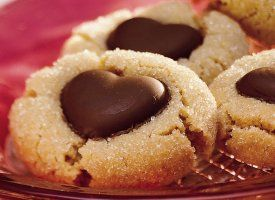 chocolate-peanut-butter-heart-cookie