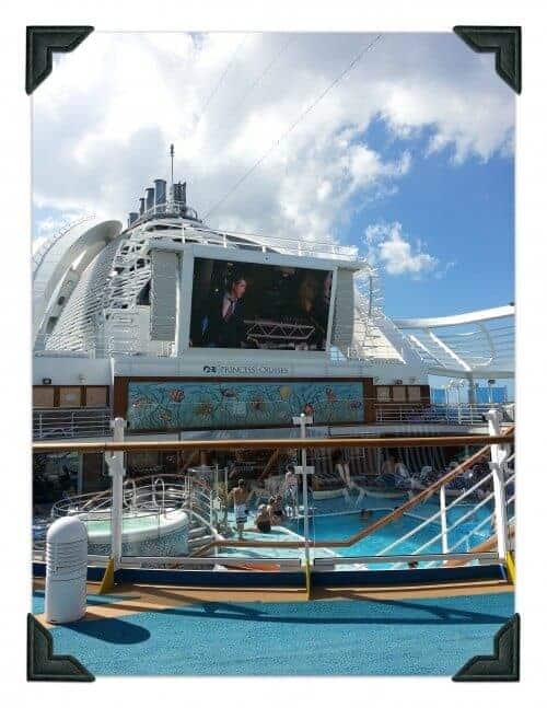 cruise_poolside