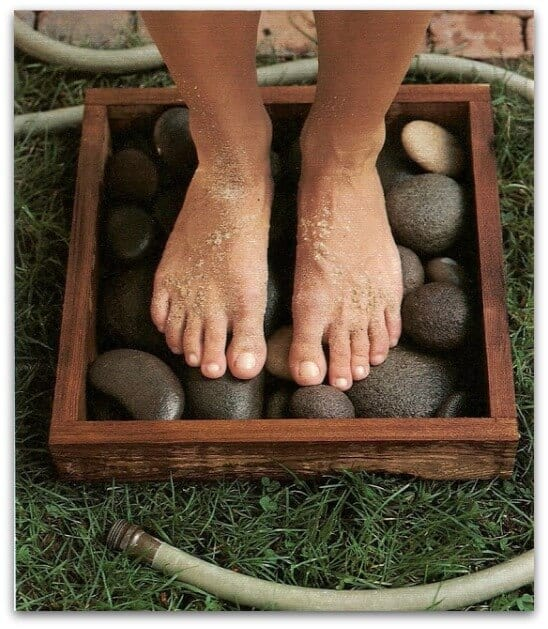 stone box to rinse feet
