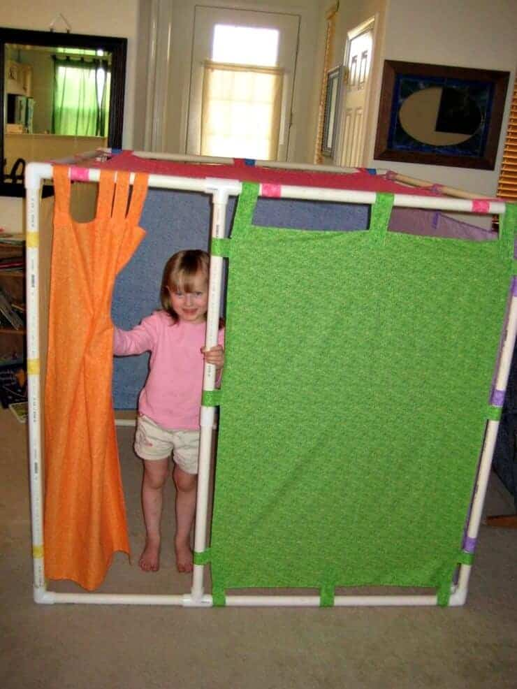 Totally awesome indoor forts page 2 of 2 princess - Estanterias hechas con tuberias ...