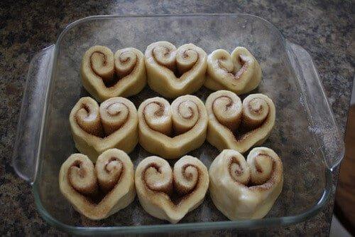 heart_shaped_cinnamon_rolls