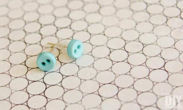 DIY Button Earrings by DIY Dreamer