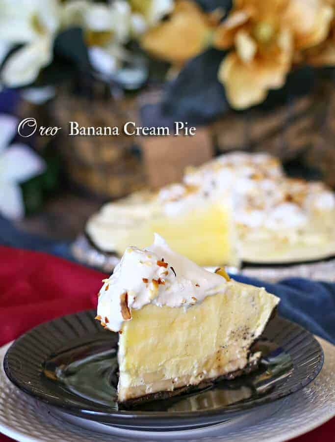 This Oreo Banana Cream Pie is simple & easy to make. Oreo cookie crust, bananas, pudding, whip topping & toasted coconut make for a tasty dessert.