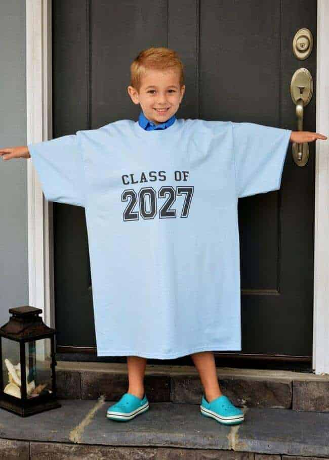 GREAT ideas for first day of school pictures