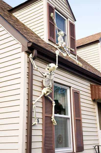 Climbing Halloween Skeletons by Instructables  and other easy outdoor Halloween decorations