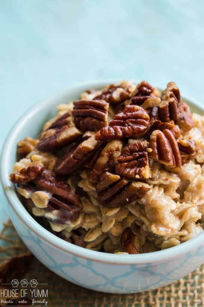 The feature of this Pecan Pie Oatmeal is the toasted oats. And when paired with the brown sugar and cinnamon, this dish resembles a decadent pecan pie, only in a healthy breakfast form!