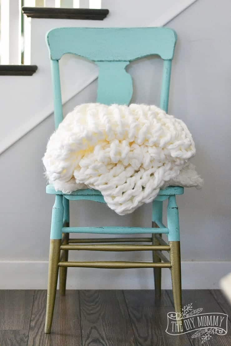 DIY Arm Knit Blanket by The DIY Mommy