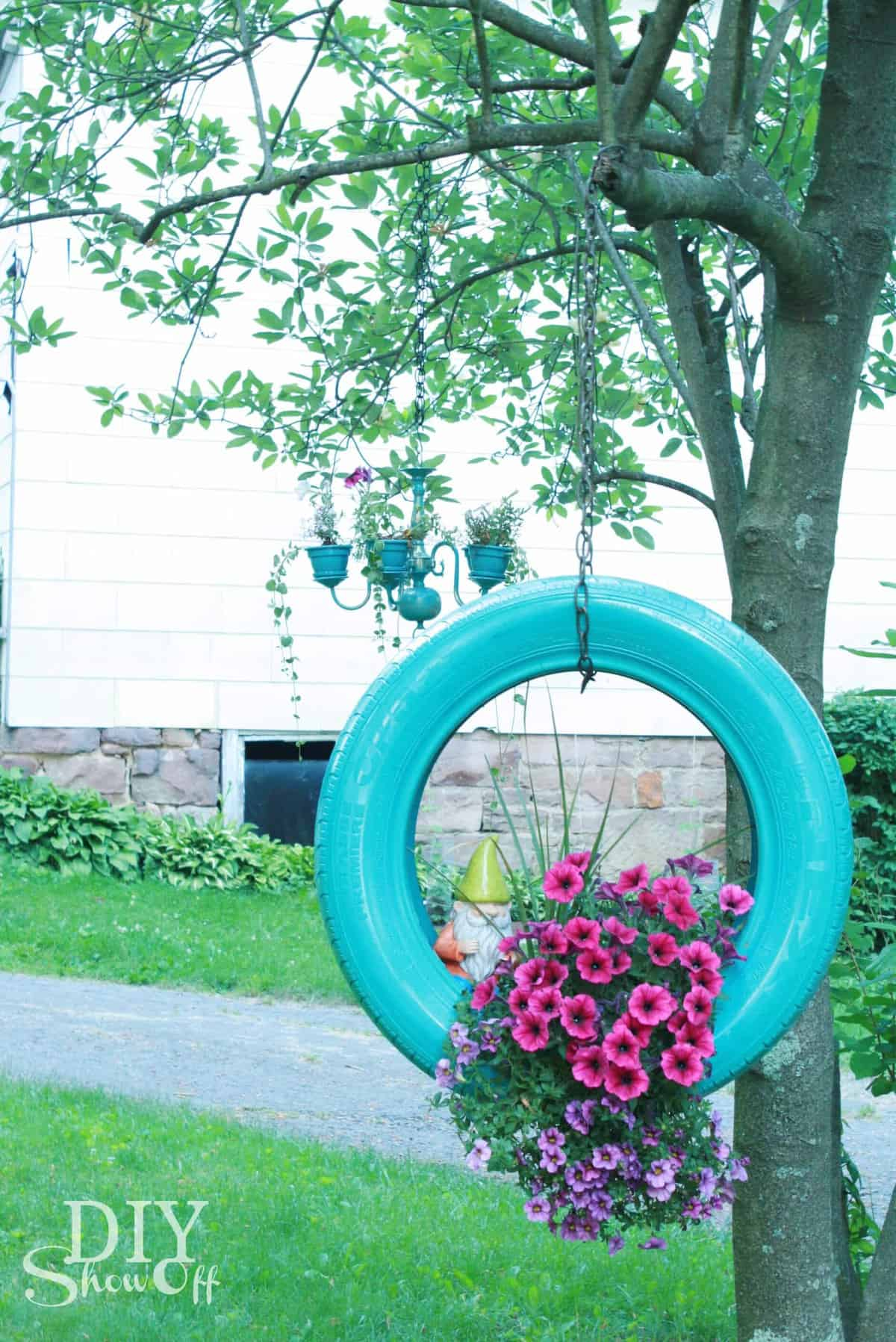 DIY Tire Planter by DIY Showoff