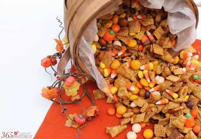 pumpkin spice snack mix featured image