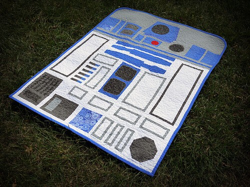 R2D2 Baby Quilt | Star Wars Crafts,Recipes and Gift Ideas