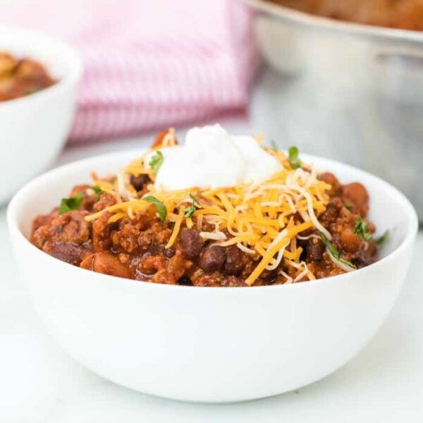 simple chili recipe featured image