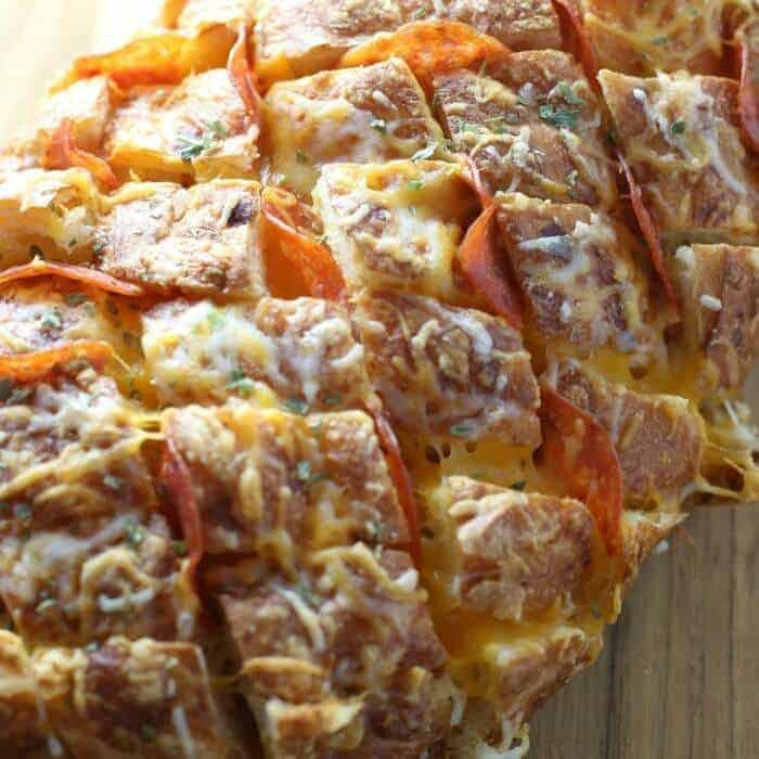 Pull Apart Pizza: Pepperoni Pizza Pull Apart Bread