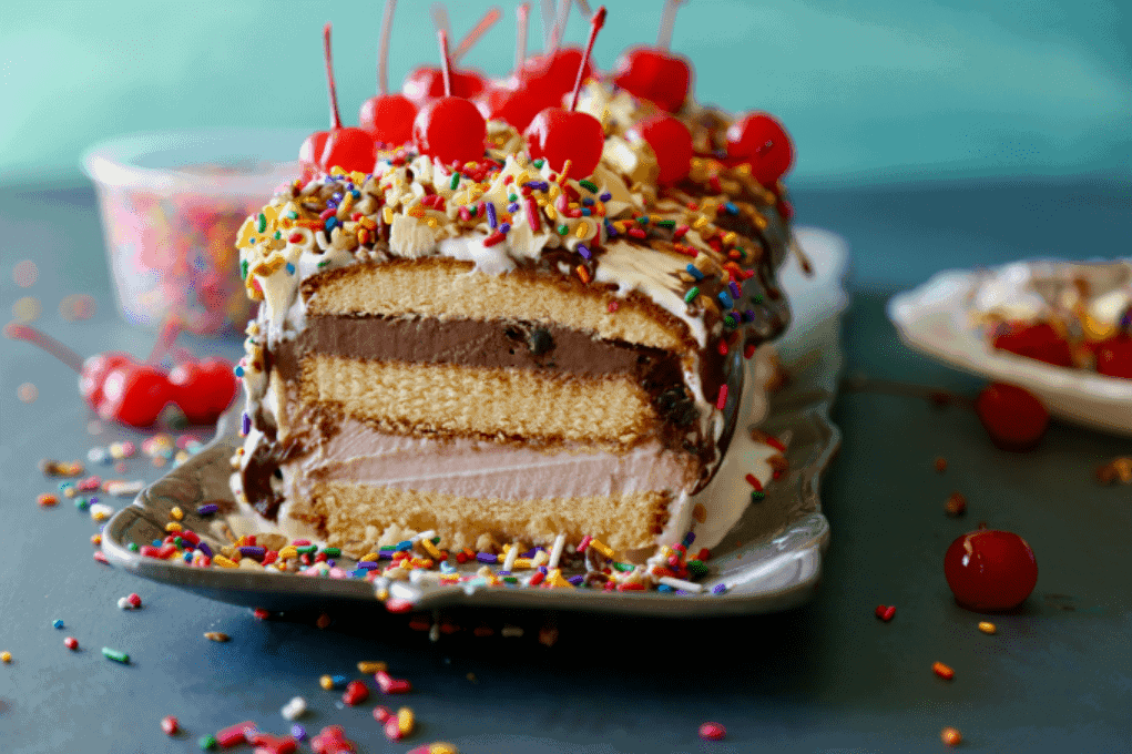 No Bake Ice Cream Cake - see the amazing layers of pound cake and ice cream and toppings