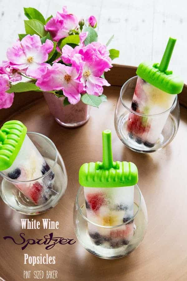 White Wine Spritzer Popsicles by Pint Sized Baker and other amazing boozy popsicle recipes!
