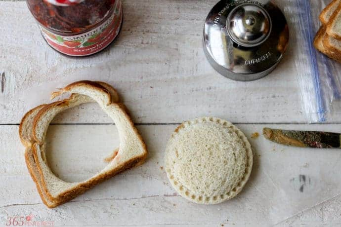 Cut out your DIY freezer sandwiches