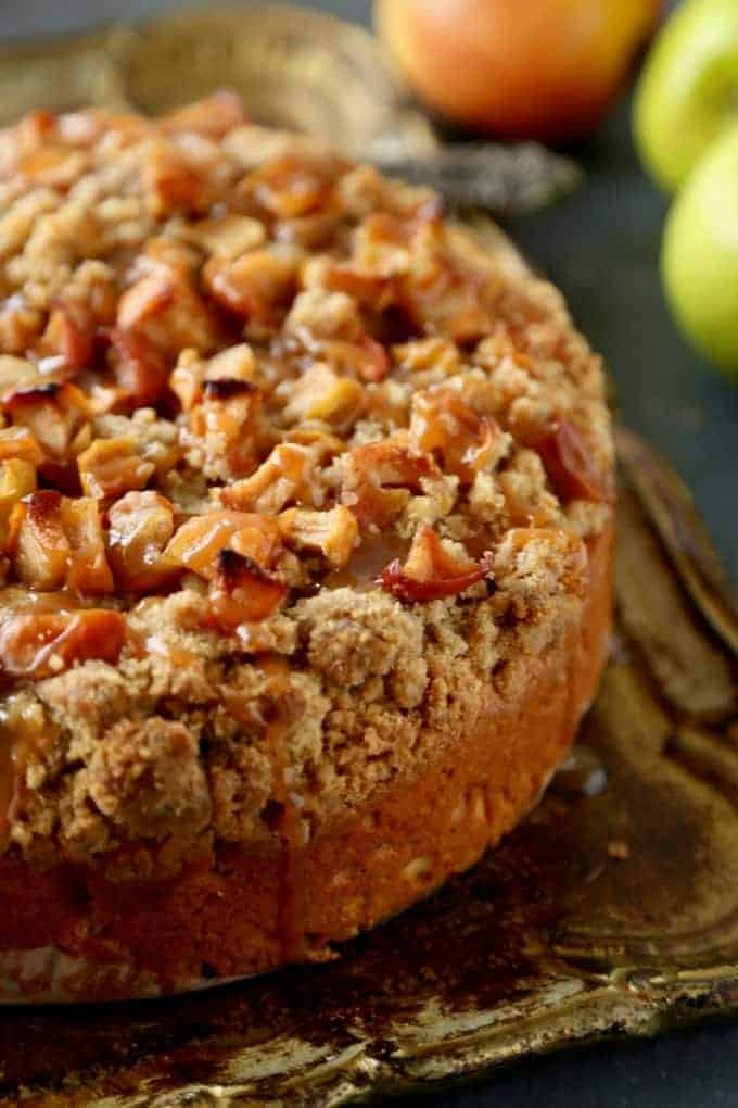 This Caramel Apple Coffee Cake is the perfect Fall treat. With a butter base and deliciously sweet crumb caramel apple topping, it will make you swoon.