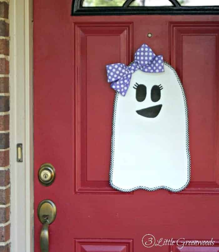 Halloween Ghost Door Hanging by 3 Little Greenwoods | Fabulous Halloween Door Decor Ideas