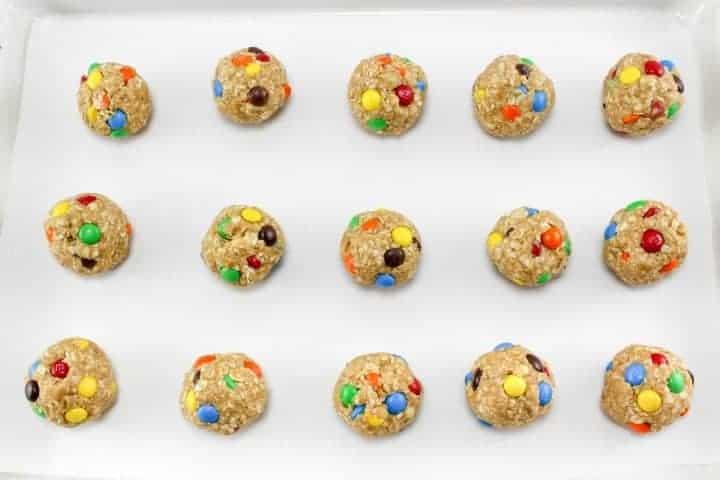 No Bake Oatmeal Energy Balls roll into balls