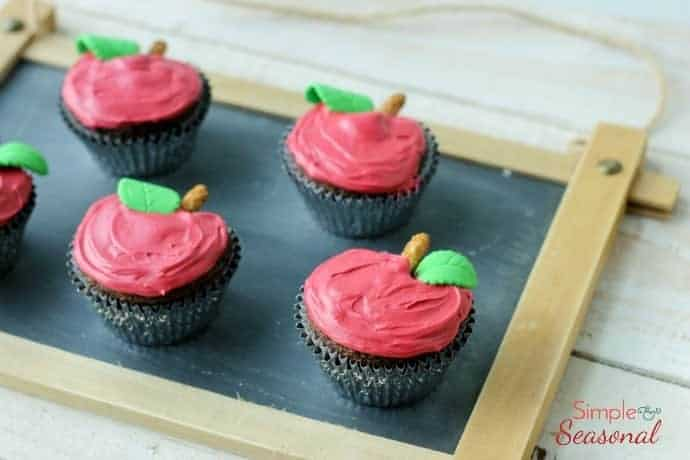 How to make apple shaped cupcakes using a cupcake pan