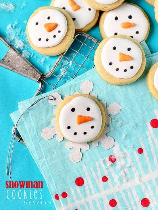Snowman Cookies by Tidy Mom | The Best Ever Christmas Cookies | Dozens and dozens of delicious Christmas Cookie Recipe ideas!