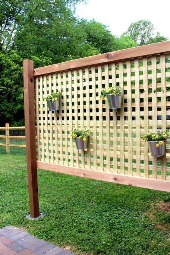Outdoor Privacy Screen via Ehow | Budget Backyard Ideas you can do this weekend!