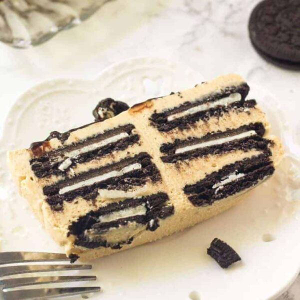 Peanut Butter Oreo Icebox Cake is the perfect no bake summer treat. Cold, creamy peanut butter goodness!