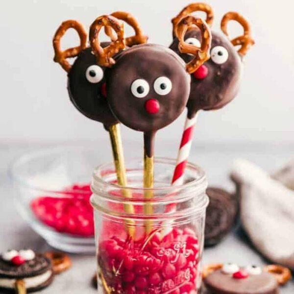 chocolate covered reindeer oreos cookies square featured