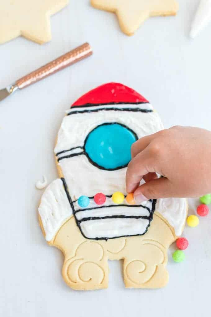 How to decorate a rocket cookie