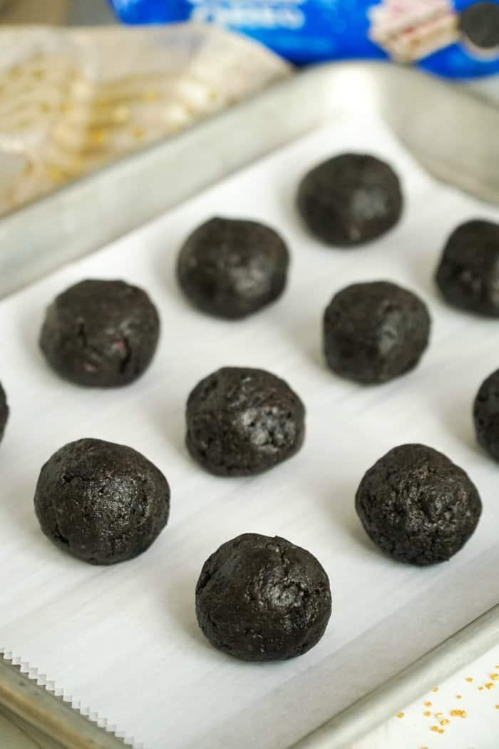 Make oreo dough into a ball on a pan