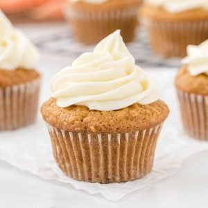 carrot cake cupcakes featured image