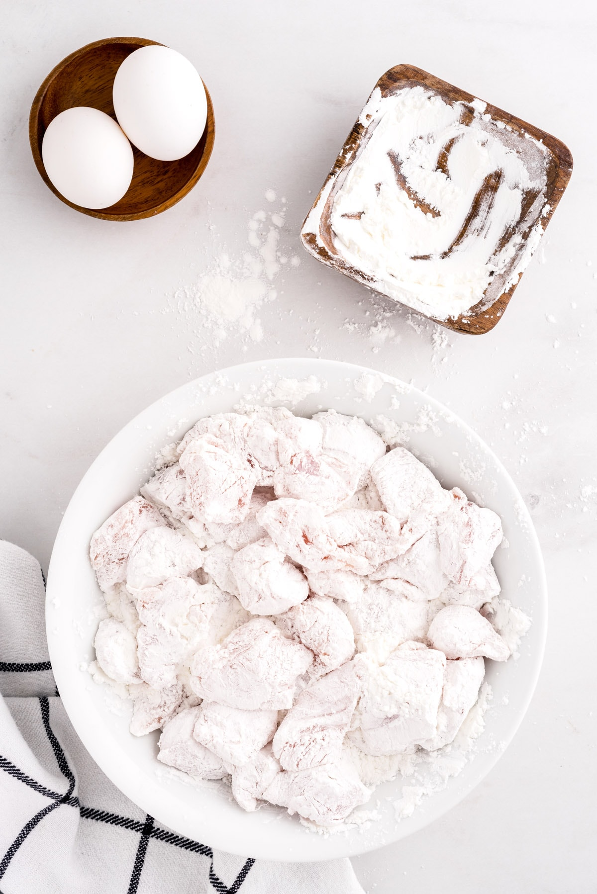 Sprinkle your cut chicken with the cornstarch and toss them to evenly coat all sides of the chicken