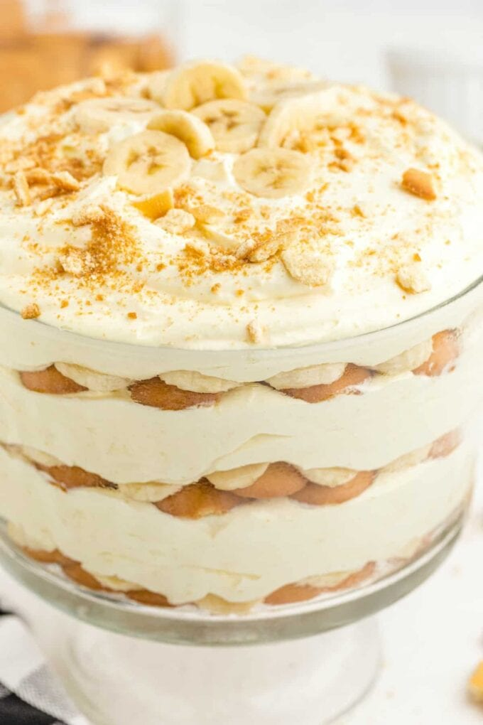 close up of banana pudding in a glass bowl