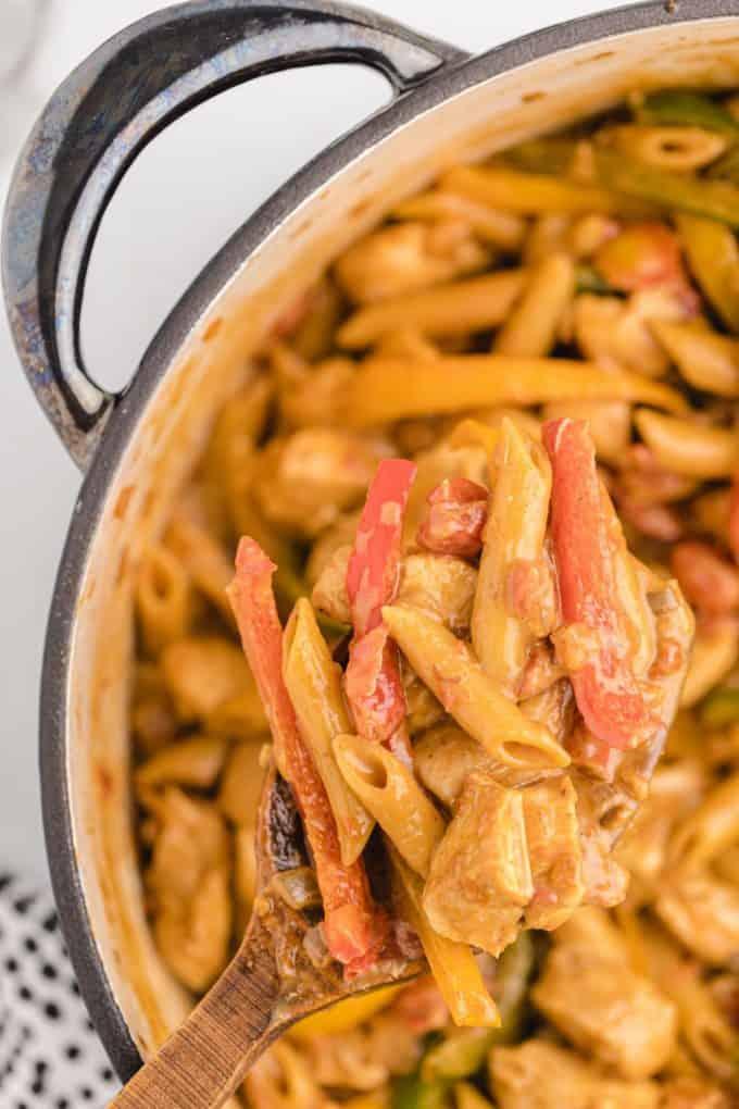 chicken fajita pasta in wooden spoon