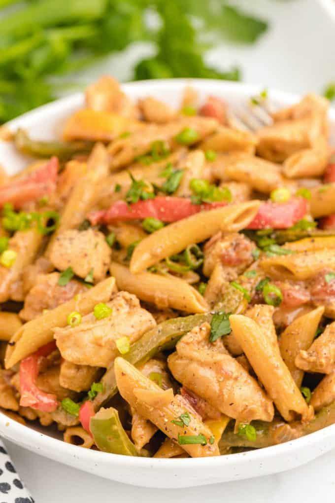 chicken fajita pasta in a bowl