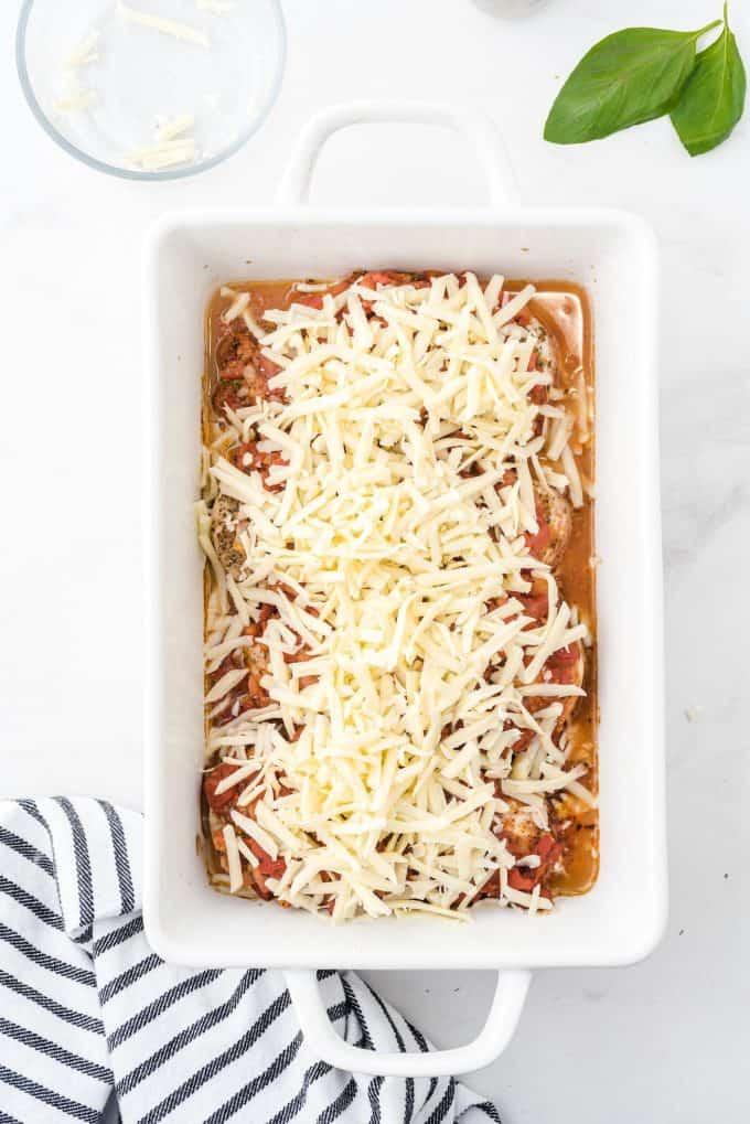 Sprinkle bruschetta mozzarella over the chicken