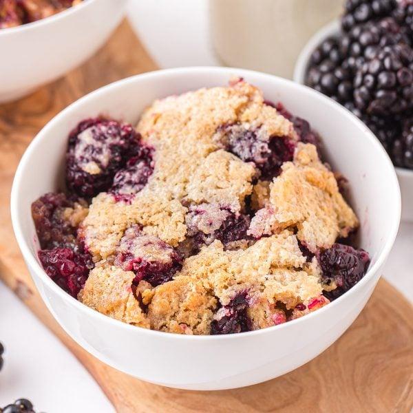 blackberry cobbler featured image