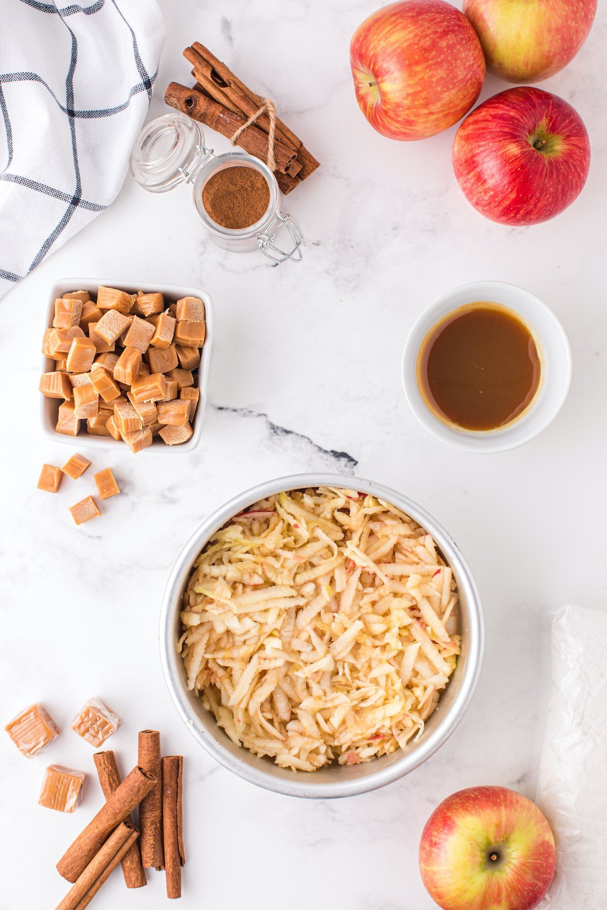 place shredded apples in cake pan