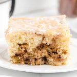cinnamon roll cake featured image