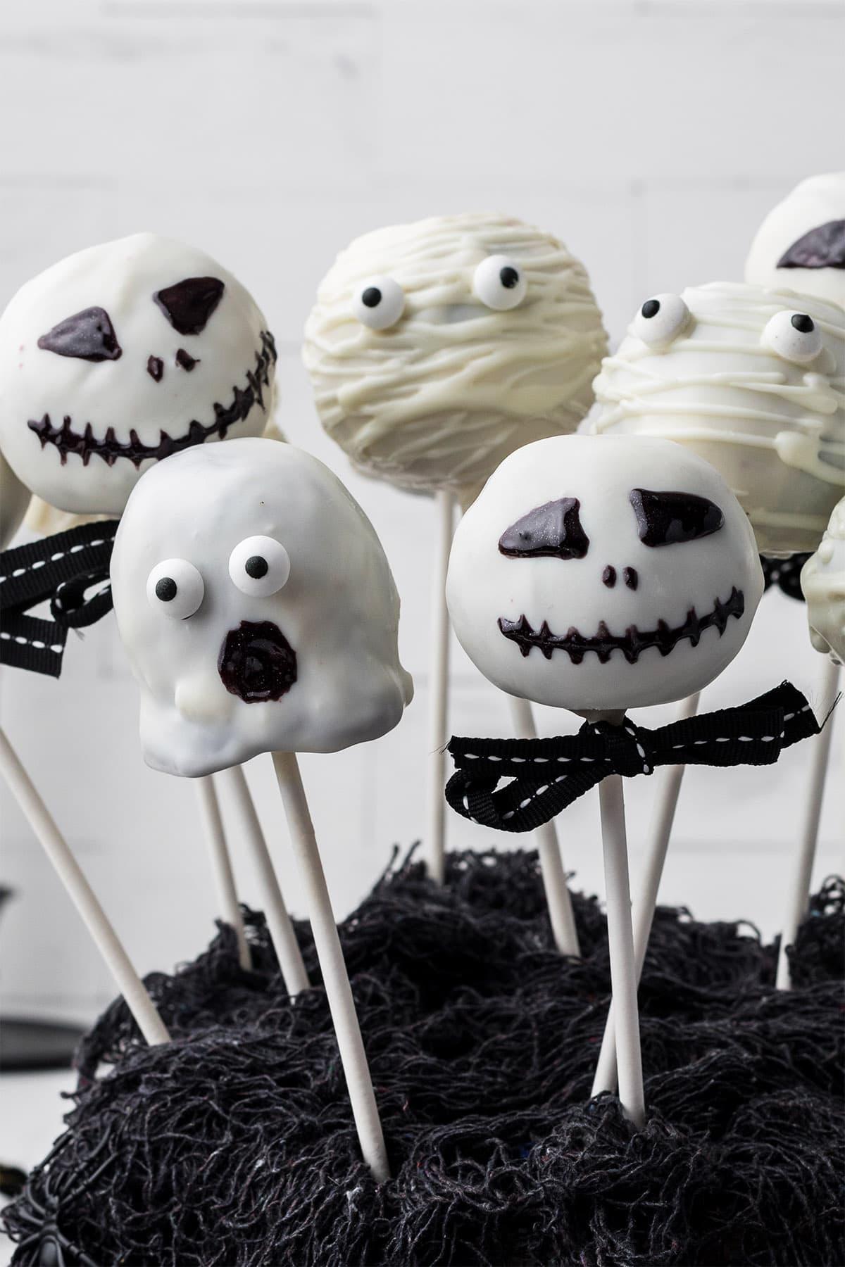 Halloween Cake Pops hero image