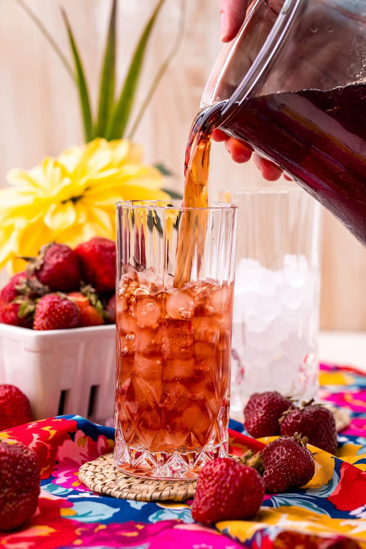add to a glass with ice cubes
