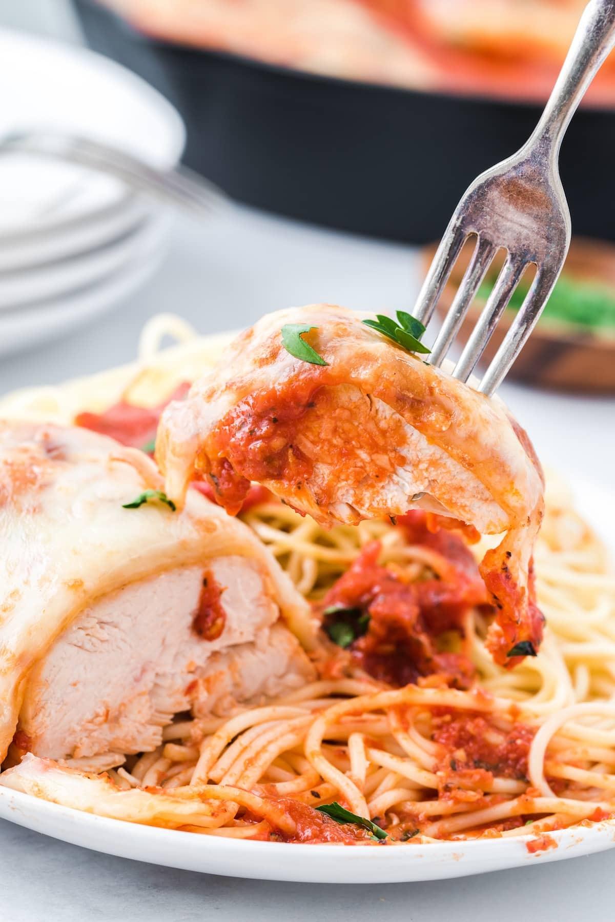 eat mozzarella chicken using fork