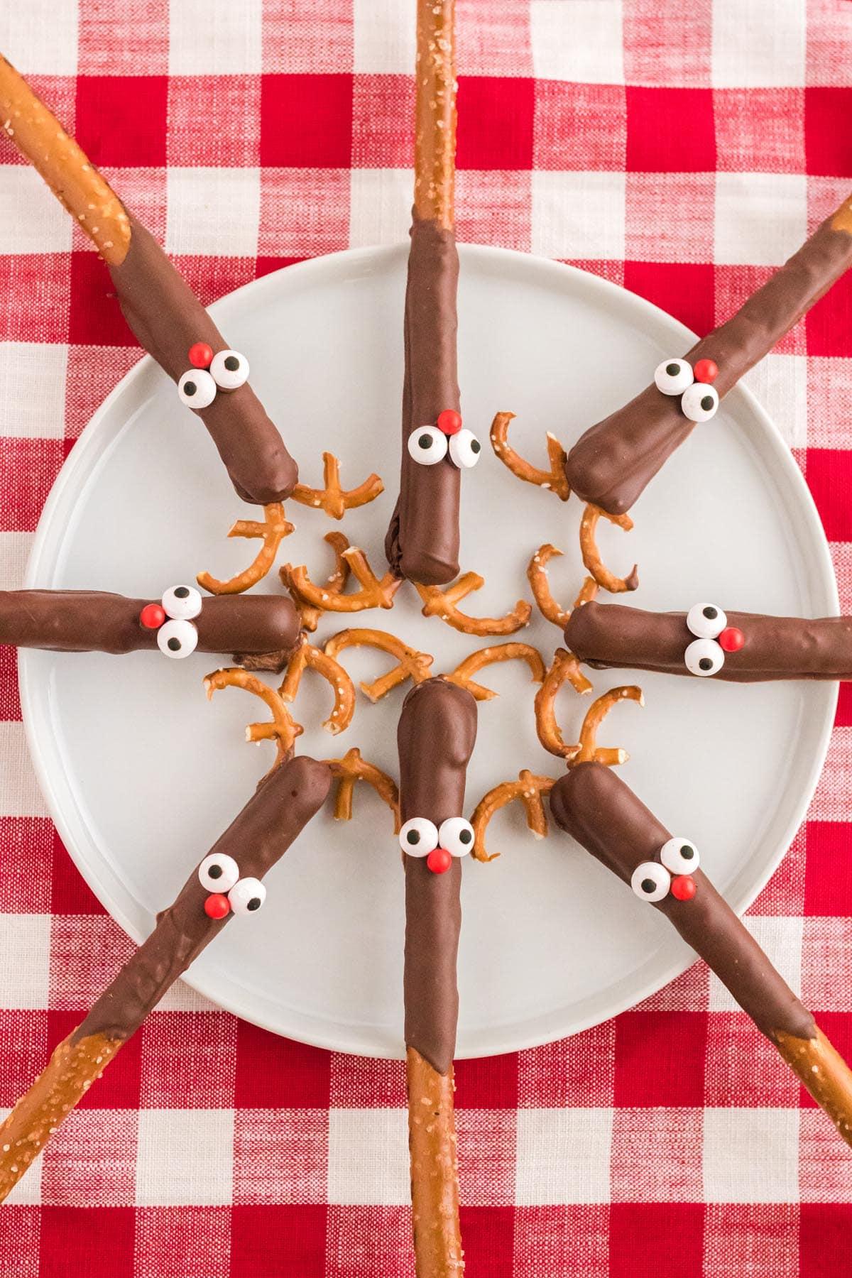Reindeer Pretzel Rods