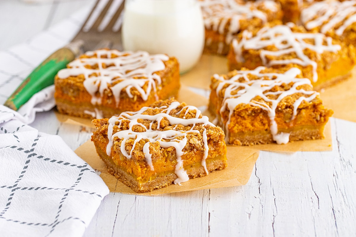pumpkin streusel bars with glaze